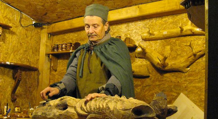 artista-legno-presepe-castro