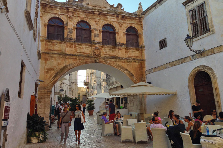 Passeggiare per il centro storico di Ostuni